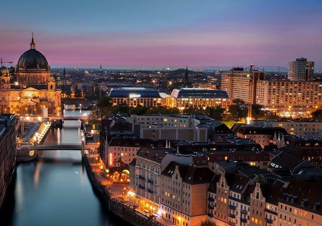 Cidade de Berlim à noite