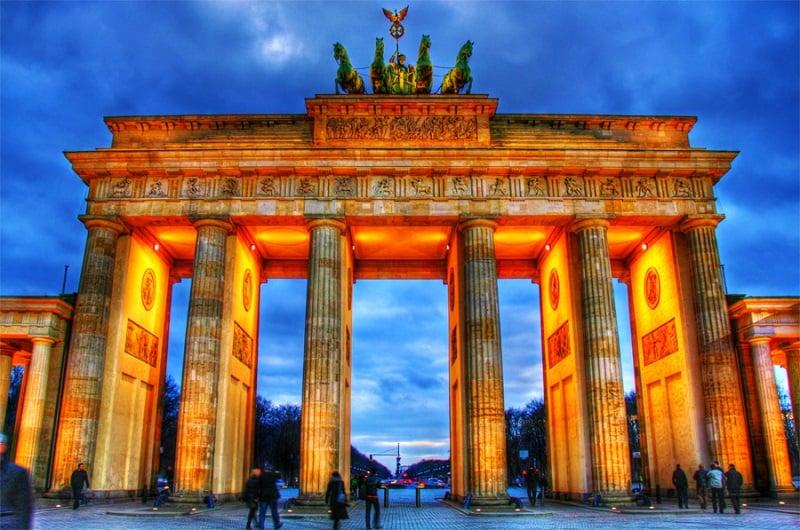 Portão Brandemburgo à noite em Berlim