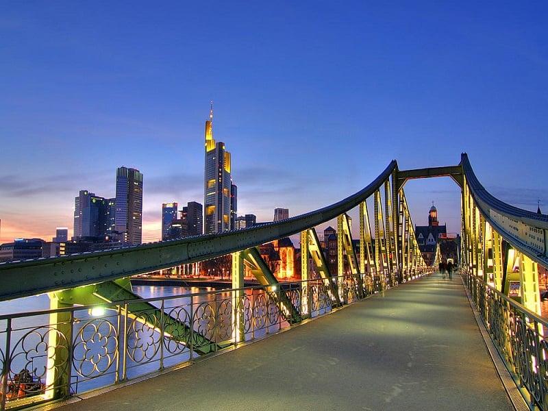 Ponte de Ferro Eiserner Steg em Frankfurt