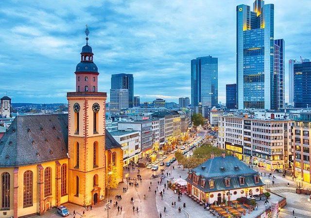 Anoitecer na cidade de Frankfurt
