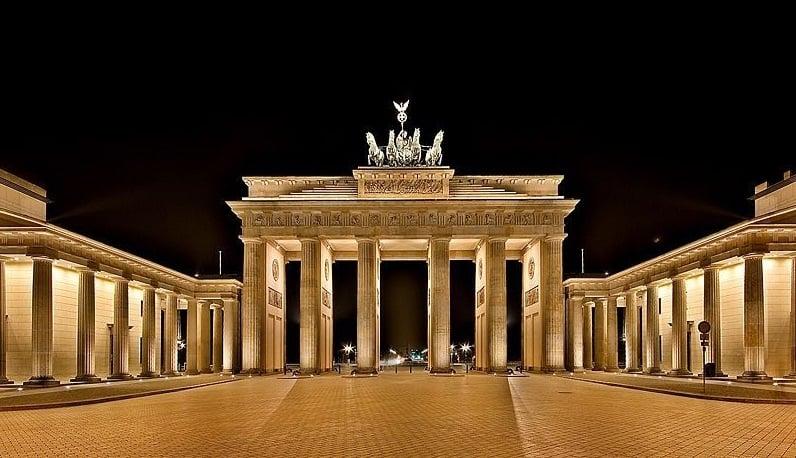 Portão de Brandemburgo à noite em Berlim