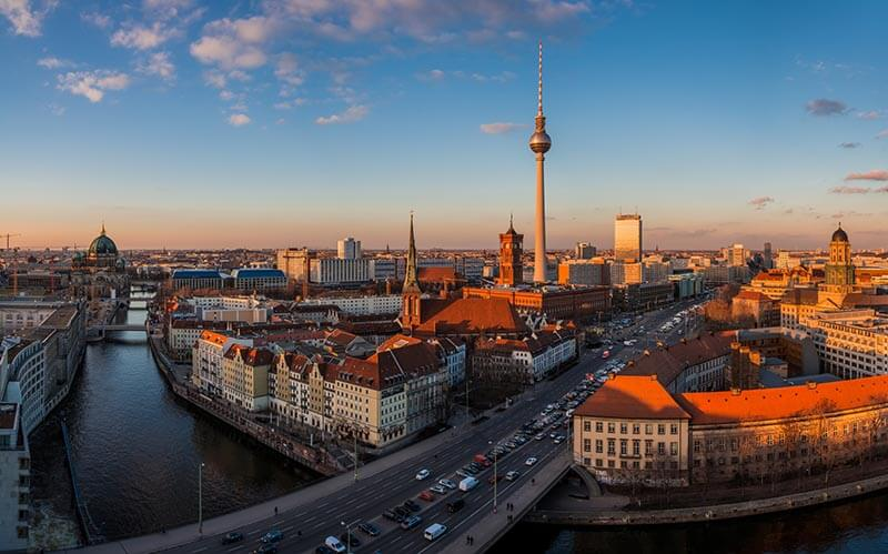 Vista da avenida Unter den Linden em Berlim