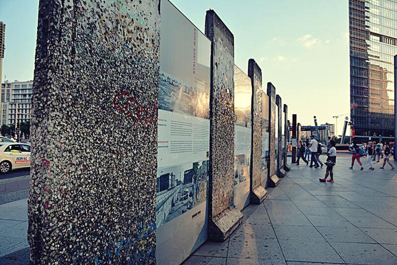 Pôr do sol no Muro de Berlim